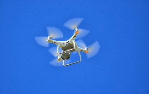 Droon lendab