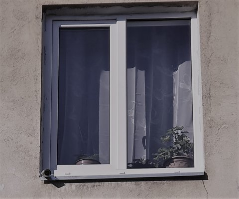valvekaamera aknal